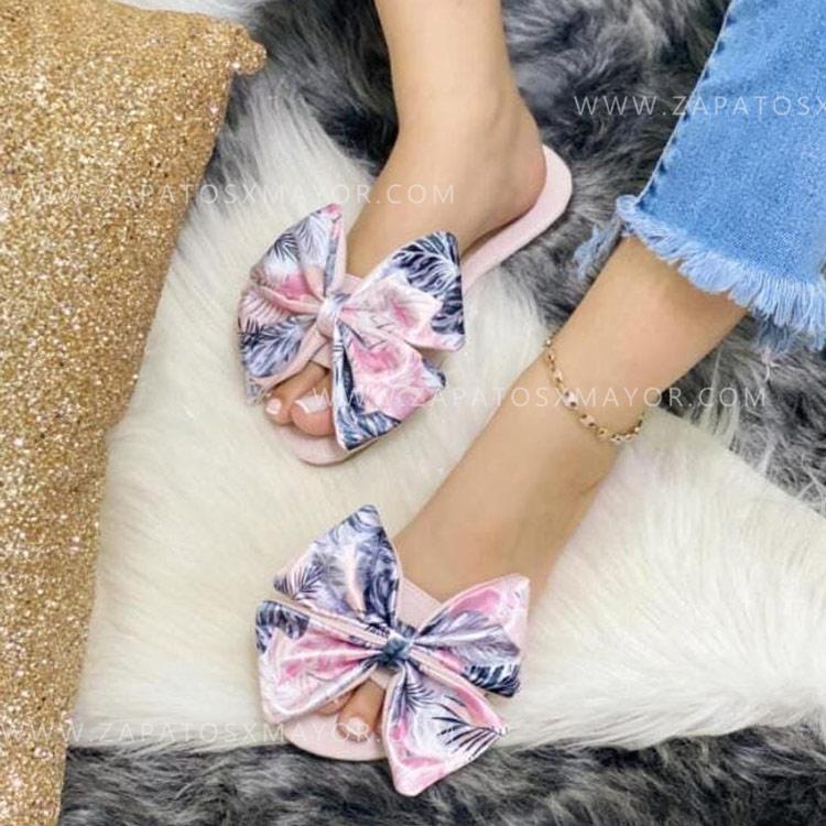 sandalia plana rosa corbatín flores