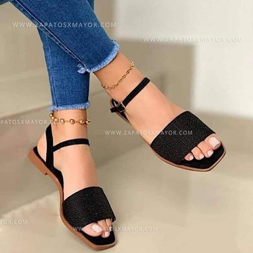 sandalia plana negra para mujer 2021